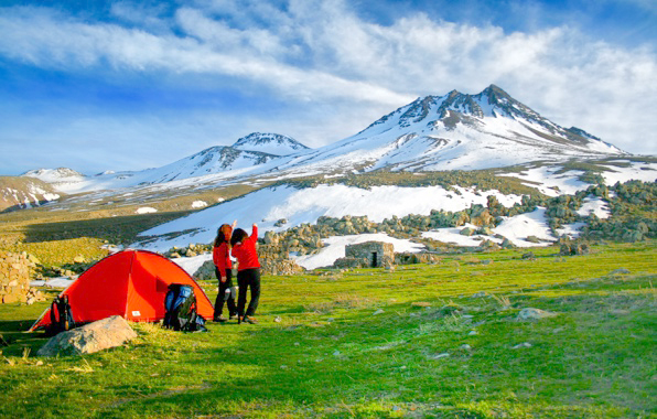 mountain-camping-volcan-tents